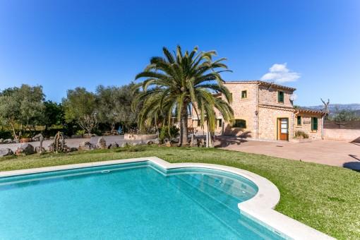 Finca bien cuidada con piscina y licencia de alquiler en zona tranquila, cerca de Santa María del Camí