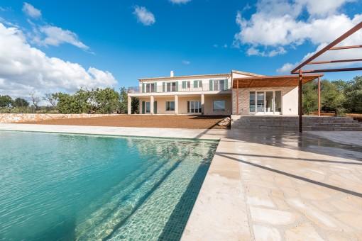 Magnífica área de piscina y vista exterior