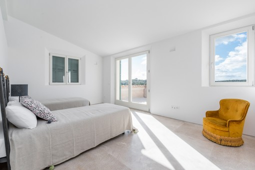Otro dormitorio con acceso al balcón