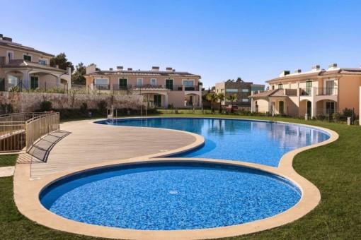 Preciosa piscina comunitaria