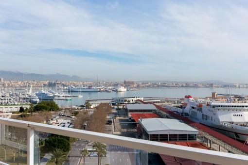 Balcón con vistas al puerto