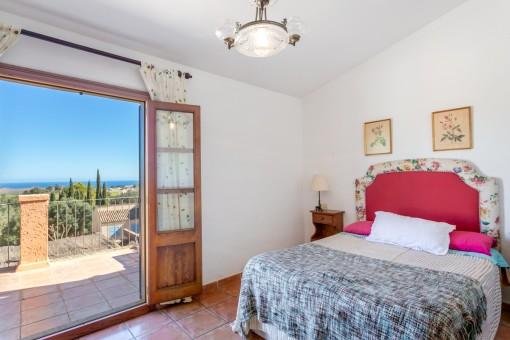 Dormitorio luminoso con vistas panorámicas