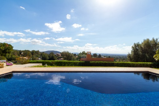 Área de piscina con vistas fantásticas