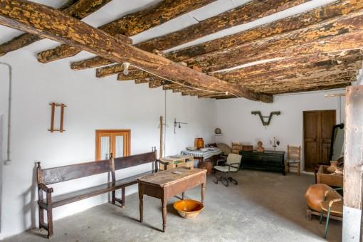 Cuarto con vigas de madera
