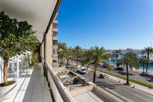Precioso y luminoso piso grande junto al paseo marítimo con vistas al puerto de Palma