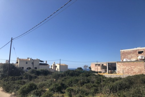 Precioso terreno que hace esquina en idílica urbanización de Vallgornera