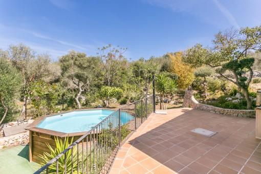 Hermosa terraza y jardín mediterráneo