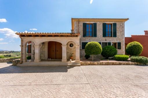 Vista de la casa desde la entrada