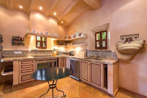 La casa de la piscina ofrece 2 cocinas