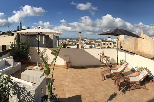 Casa de pueblo encantadora con fabulosa terraza en la azotea y licencia de alquiler vacacional