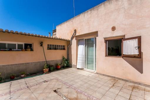 Casa de pueblo con posibilidad de ampliación en zona tranquila de Sant Llorenç