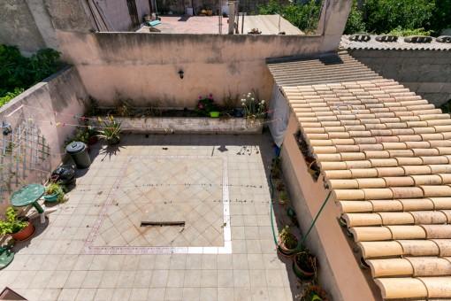 Amplio patio