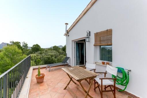 Magnífica terraza con espacio para sentarse