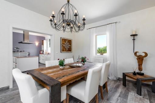 Comedor con muebles únicos