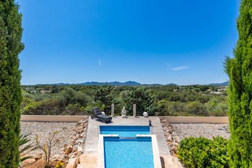 Exclusiva villa con piscina y vistas al mar...