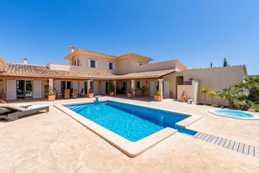 Hermosa área de piscina