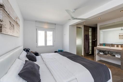 Dormitorio principal con bano en suite