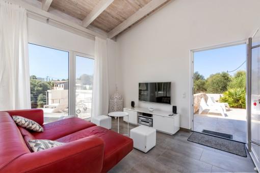 Sala de estar con acceso al balcón