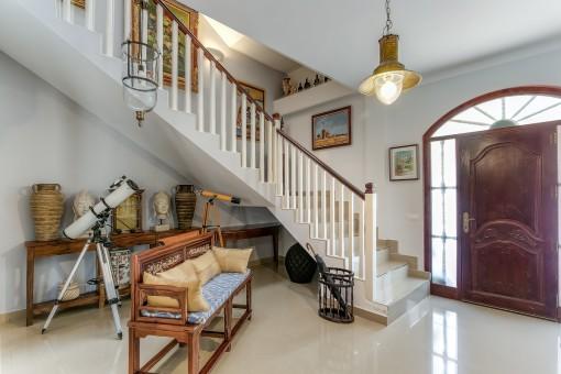 Área de entrada y escalera