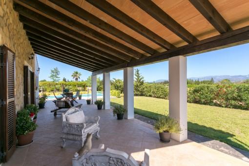 Preciosa terraza cubierta