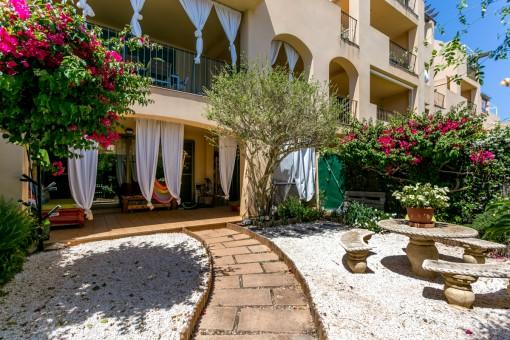 Encantadora planta baja en precioso complejo residencial con piscina y jardín en Puig de Ros