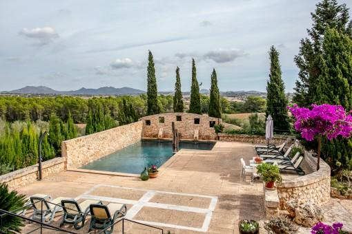 Autentica finca Mallorquina, rodeada de naturaleza, con piscina y licencia vacacional para 8 plazas en Son Mas
