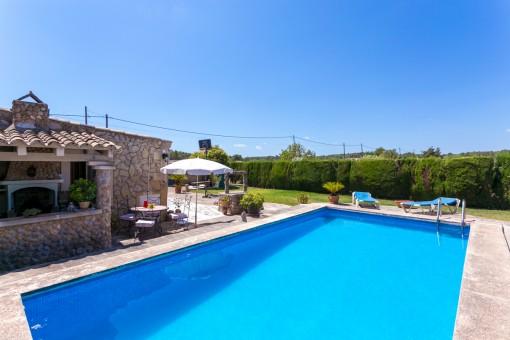 Encantadora área de piscina