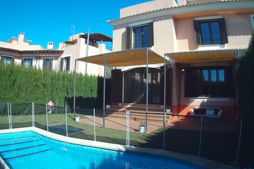 Espacioso chalet adosado en bonita zona residencial de Puig de Ros