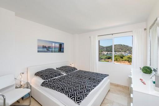 Dormitorio con vistas al puerto