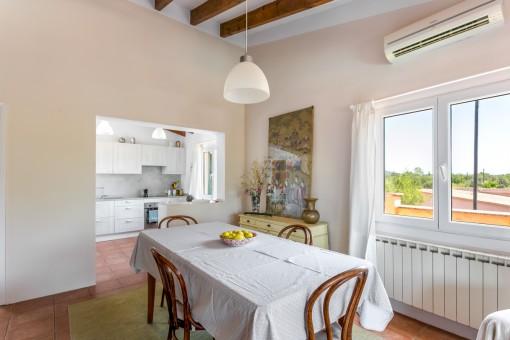 Apartamento con cocina y comedor
