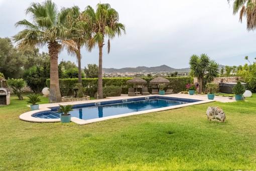 Área de piscina con espectaculares vistas a Porreres