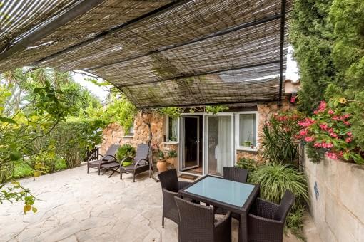 Casa para los invitados con terraza estupenda