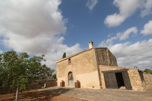 Finca histórica con terreno grande y posibilidad de construir una casa nueva cerca de Llucmajor
