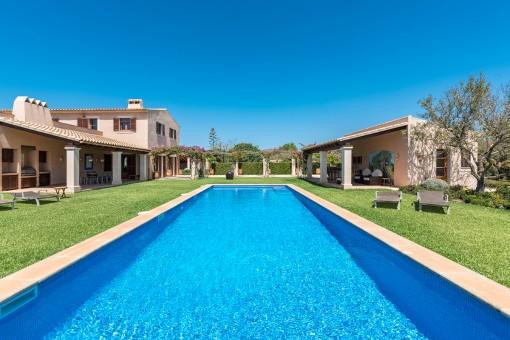 Elegante casa de campo con jardín encantador...