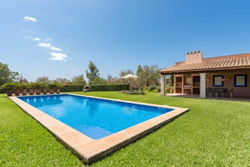 Área de piscina atractiva