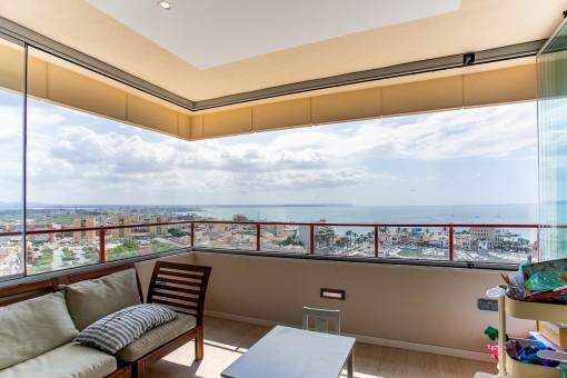 Terraza cubierta con vistas al mar