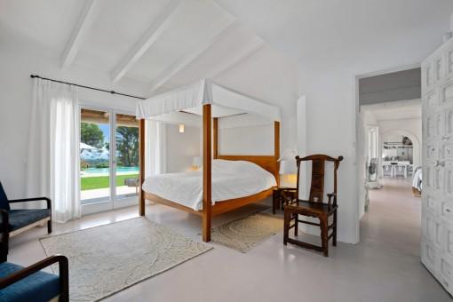 Segundo dormitorio con acceso al jardín