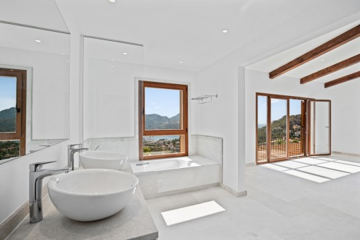 Dormitorio con baño en estilo abierto