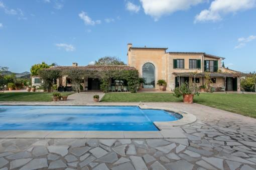 Finca diseñada al detalle en buena ubicación con piscina, sauna y vistas al mar en Son Servera