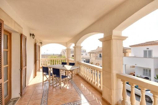 Precioso balcón cubierto
