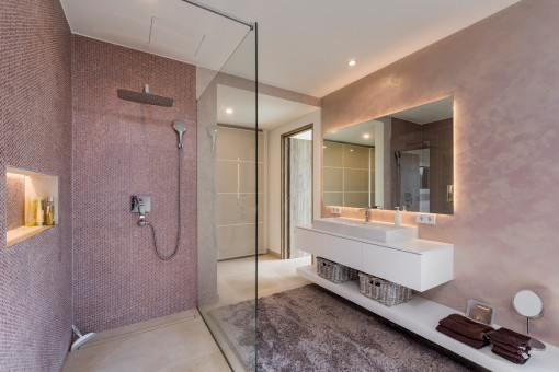 Moderna ducha a nivel del suelo