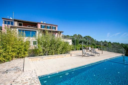 Finca bien equipada en Puntiró con piscina de agua salada, casita y vistas fantásticas al mar