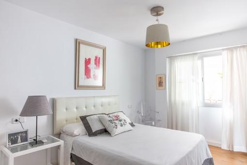 Luminoso dormitorio