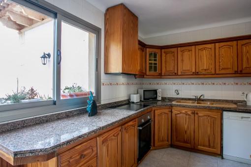 Cocina con acceso a otra terraza