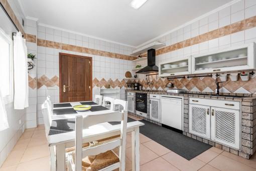 Cocina espacioso con comedor