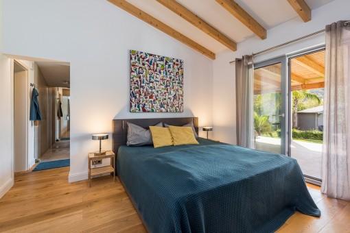 Dormitorio doble con acceso a la terraza