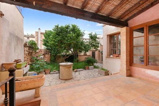 Casa tradicional de pueblo mallorquín ubicada en el corazón de Capdepera con excelentes vistas al castillo