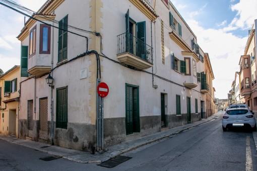 Oportunidad interesante para inversores: edificios con varios apartamentos, garaje y vistas parciales al mar en El Terreno, el barrio de moda en Palma