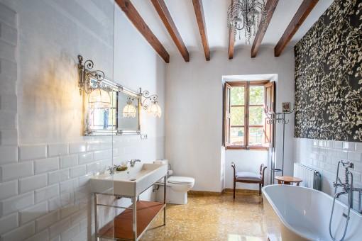 Baño bellamente renovado