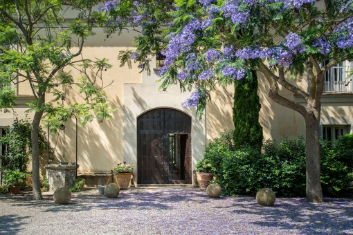 Puerta principal romántica